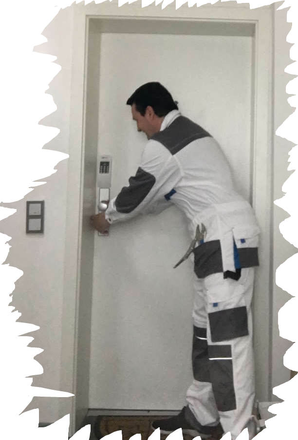 Monteur Karl bei der Arbeit - Trotz Extremen Sicherheitsschloß öffnete er die Türe in 30 Sekunden ohne Gewalt