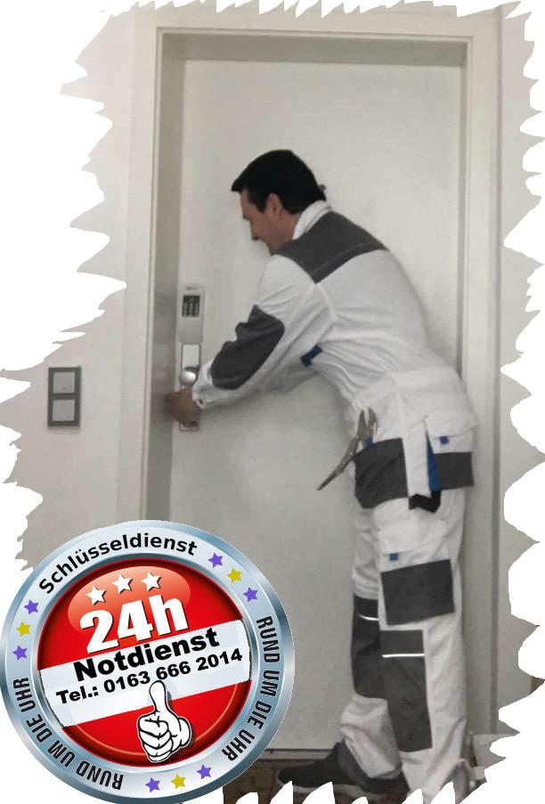 Schlüsseldienst Alsdorf - Notdienst Tag und Nacht - Monteur Karl bei der Arbeit